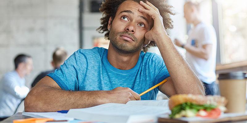 Consejos para estudiar desde casa: evita comer